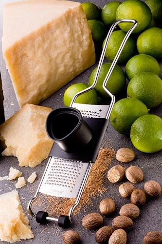Rasp, houder voor restjes kaas in doos
